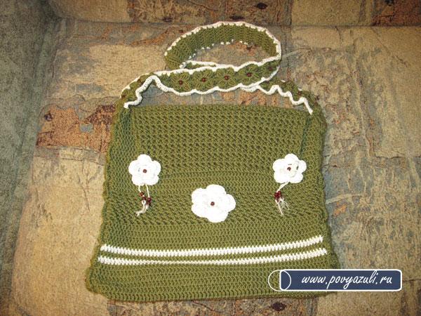 Вязаная сумка является отличным аксессуаром.  Пряжа двух цветов...